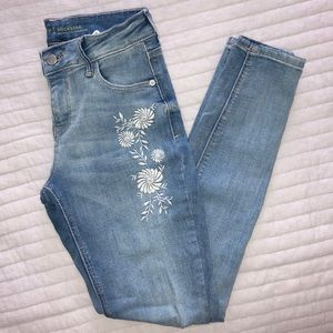 Old Navy | Floral Embroidered Distressed Jeans